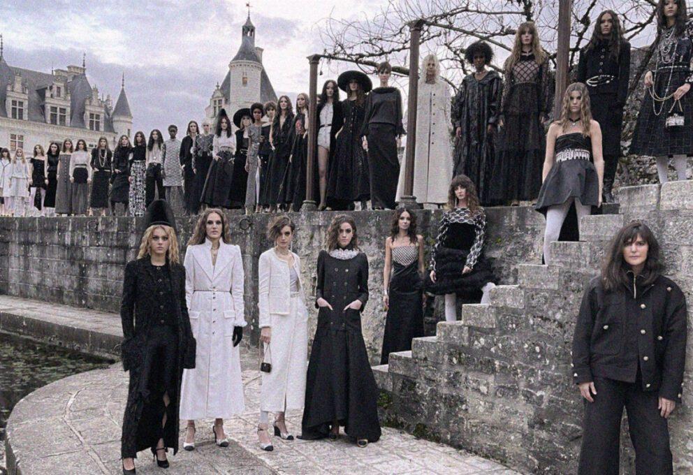 Chanel Métiers d'Art, la Viard si ispira alla Regina Nera