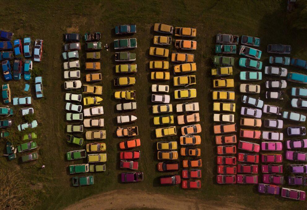 Il progetto di Zoer – Una discarica di automobili diventa arte