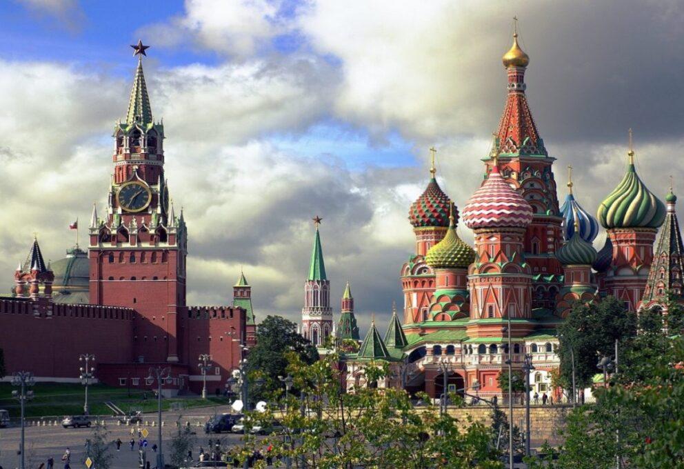 La Russia e il Covid: a Mosca riaprono bar e discoteche anche di notte